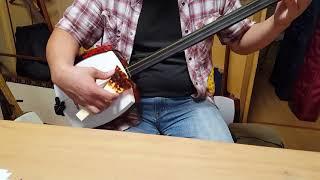 Gidayu Shamisen player came to my class. We put Itomichi, or shamis...