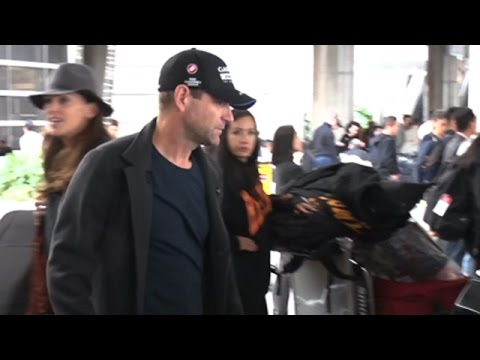 Aaron Eckhart Keeping A Low Profile At LAX