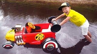 سينيا تشتري سيارتين مكسورتين للأطفال