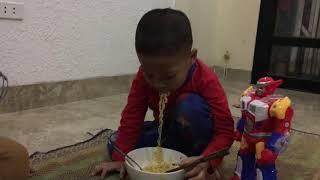 Siêu nhân ăn mỳ tôm