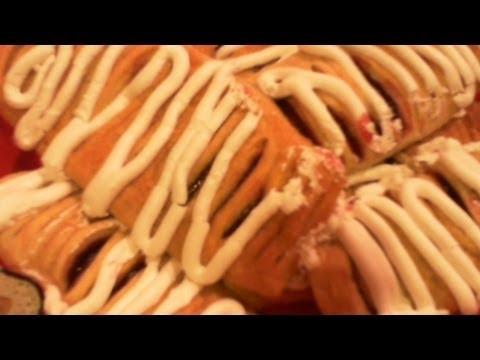 Сдобный пирог с вишнями и