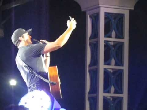 Luke Bryan stops our concert so we can Congratulate his niece SO SWEET!