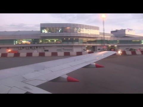 Jet2.com B737-300 Landing Prague
