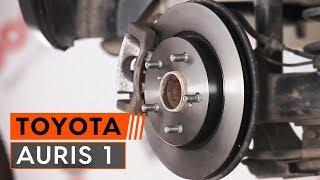 Kuinka vaihtaa taka jarrulevyt TOYOTA AURIS 1 -merkkiseen autoon OHJEVIDEO | AUTODOC