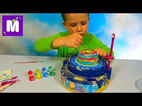 видео: Макс лепит чашу на гончарном круге и красит красками