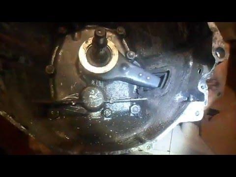 Замена вилки и выжимного подшипника ВАЗ.Replacing fork and release bearing WHA.