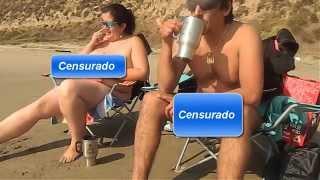 Repeat youtube video Pareja practicando nudismo playa Luna Horcon