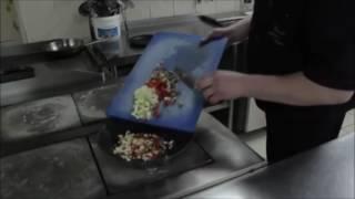Кальмар фаршированный овощами