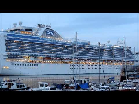 Ruby Princess cruise ship leaving Dublin Port