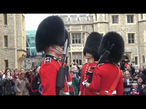 grenadier-guards-changing-the-guard-grenadier-garde-wachablösung-tower-von-london-coldstream-guards