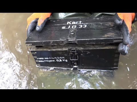 Filled boxes at the bottom of the river, open up ?! Excavations with Yuri Gagarin