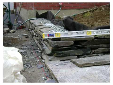 Muret et trottoir en ardoise youtube for Petit muret de jardin