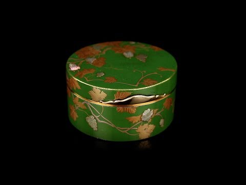 ANTIQUE 18thC FRENCH 18K GOLD MOUNTED & JAPANESE LACQUER SNUFF BOX c 1770