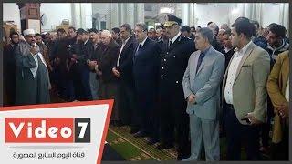 أداء صلاة الجنازة على الشهيد الملازم أول أحمد عز بمسجد الصباح