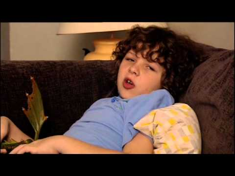Outnumbered french kiss series 3 ep6 youtube for Classic house french kiss