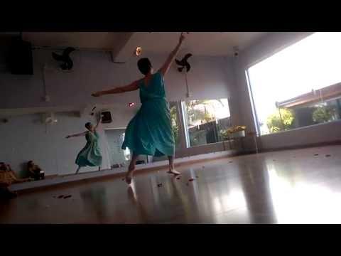"""""""A Dança das Pétalas"""" de Isadora Duncan, pela 'Isadorável' de 3ª geração Janaea Rose Lyn (EUA) 2016"""