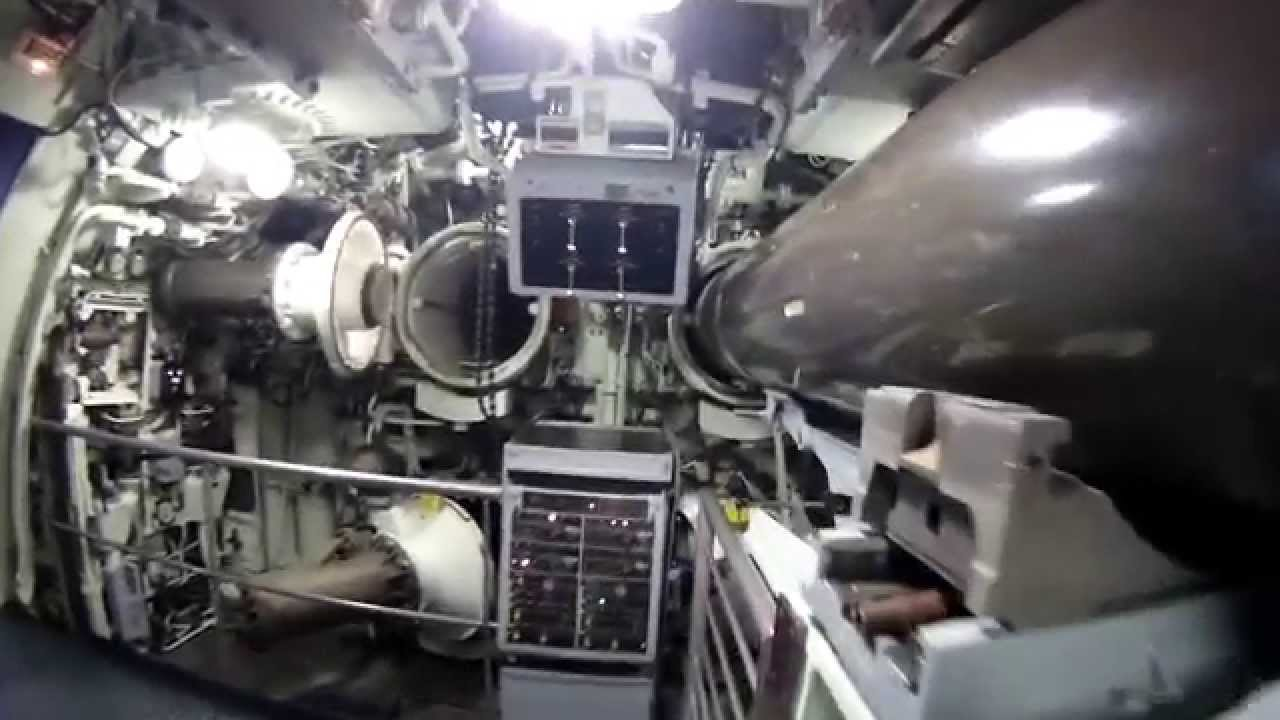 Visite sous marin le redoutable youtube for Interieur sous marin