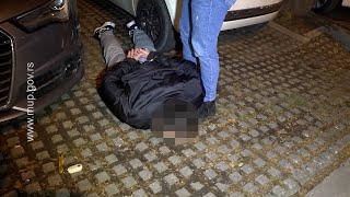Lezi dole! Hapšenje dilera, zaplenjen kilogram i po kokaina