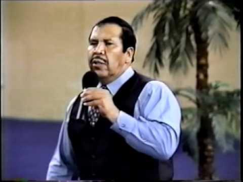 Pastor Rafael Rodriguez en retiro de matrimonios 2003