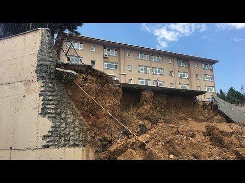 İstanbul Sancaktepe'de Bir Okulun Duvarı Çöktü