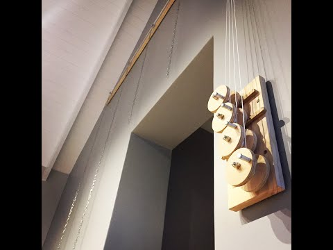 DIY Pulley System to hang picture frames in hard to reach places // woodworking
