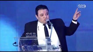 """إسعاد يونس تكرم المخرج """"خالد جلال"""" في حفل الــ 5  سنوات"""