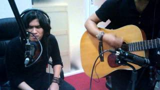 "Video Virzha ...Live Accoustic ""Aku Lelakimu "" at beatradioID com download MP3, 3GP, MP4, WEBM, AVI, FLV Agustus 2017"