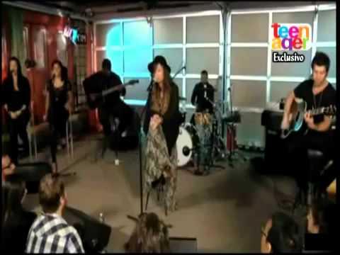 Demi Lovato en VH1 - How to love (Cover Lil Wayne)