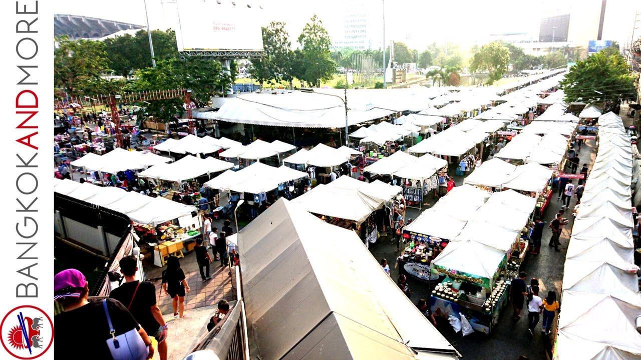 Ramkhamhaeng Night Market Bangkok - Walk Trough Amazing Thai Street Food Stalls -