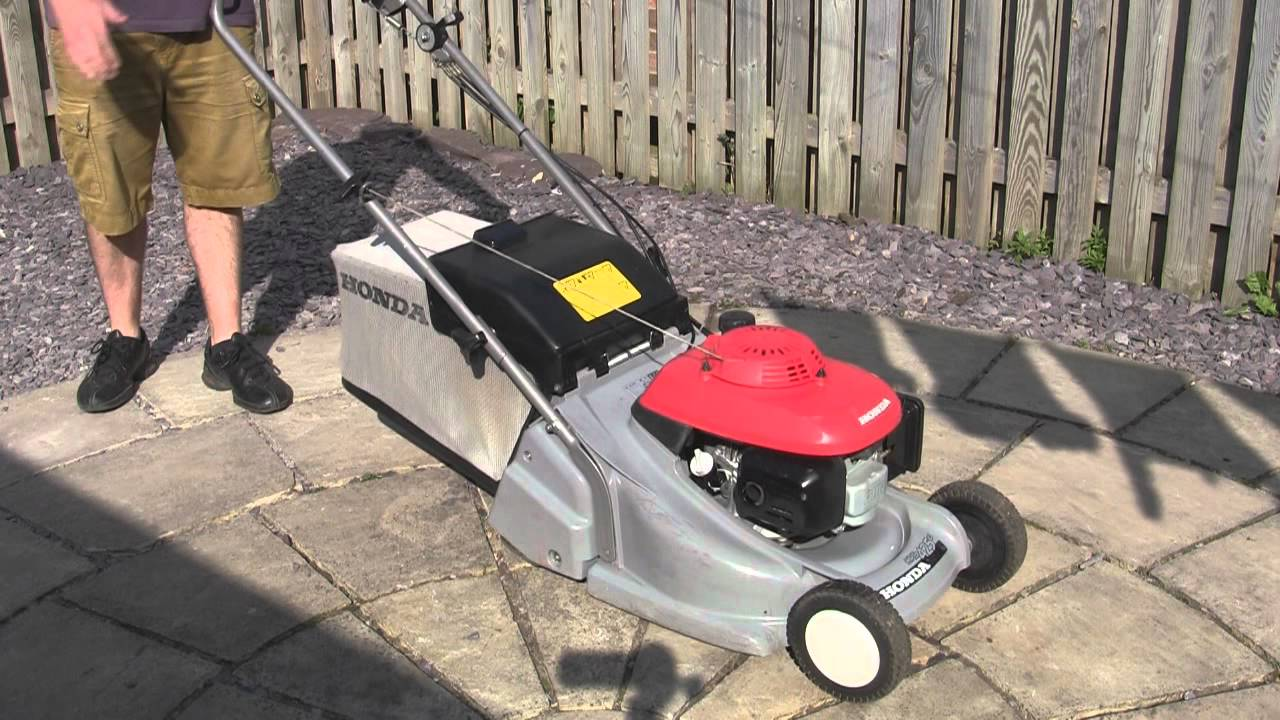 honda hrb 425 petrol lawnmower test review youtube. Black Bedroom Furniture Sets. Home Design Ideas