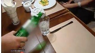 Мужчина заказал воду в ресторане и почти попрощался с жизнью | Критическая точка(Отравление минералкой. Заказал воду в ресторане и почти попрощался с жизнью. Как химикаты попадают на стол..., 2013-11-05T14:45:22.000Z)