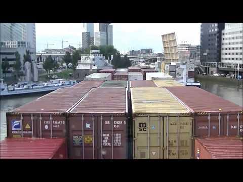 Danser Group Koppelverband manoeuvreert zich in stadscentrum Rotterdam