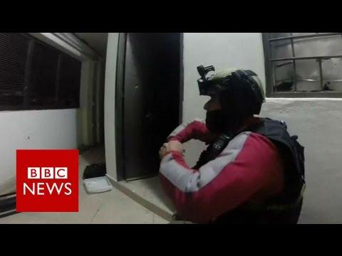 El Chapo Guzman: Dramatic footage shows moment drug lord was captured - BBC News
