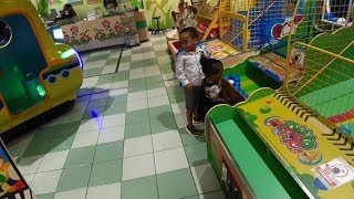 PRINCE AND PRINCESS PRETEND PLAY AT A GAME CENTER FOR KIDS.