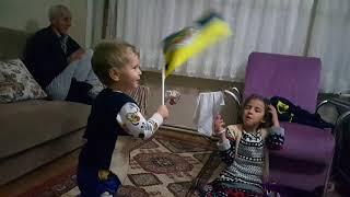 Emre ve Fenerbahçe bayrağı (ilk videom {ben daha 2 yaşındayım})