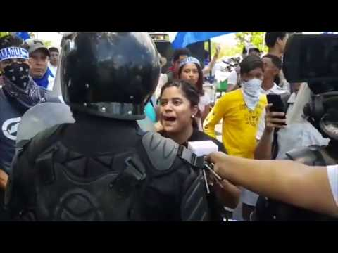 Antimotines frenan marcha de universitarios en Managua