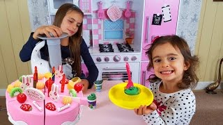 Toy Cutting / Kids Pink Kitchen / Pretend Food Playtime