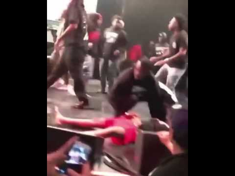 XXXTENTACION GETS KNOCKED OUT BY ROB STONE ON STAGE (18+)