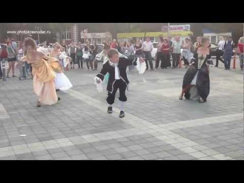 Видео: Флешмоб в честь кумира Майкла Джексона. Краснодар