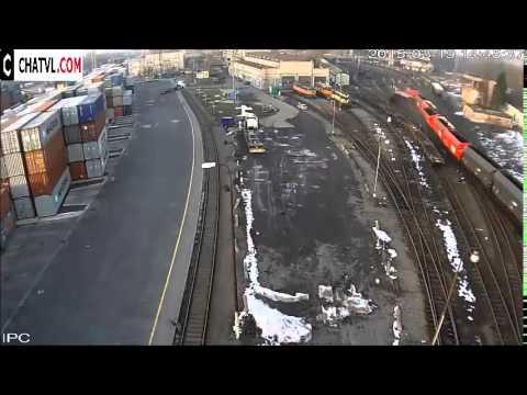 Kinh hoàng đoàn tàu trật bánh khỏi đường ray