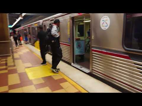 Los Angeles Subway - Metro - Ride Hollywood / Vine Station - 2018, June 17-  Real Sounds