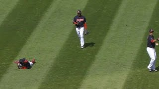 Brantley calls for popup, Lindor lays down