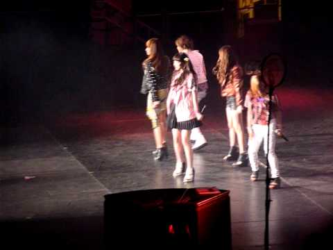 SMTOWN NY Concert Opening, F(x), Tik Tok Jessica and Krystal [111023] [fancam]