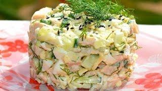 Салат из кальмаров и крабовых палочек.
