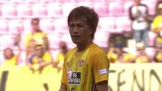 CKのチャンスからゴール前に供給されたボールを平岡 康裕(仙台)がヘデ...