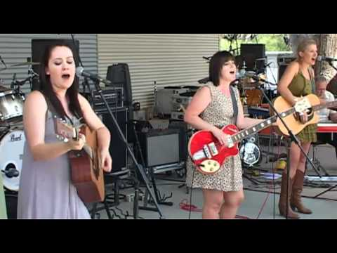Girls with Guitars at Boyup Brook