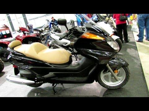 2013 Yamaha Majesty Scooter - Walkaround - 2013 Montreal Motorcycle Show