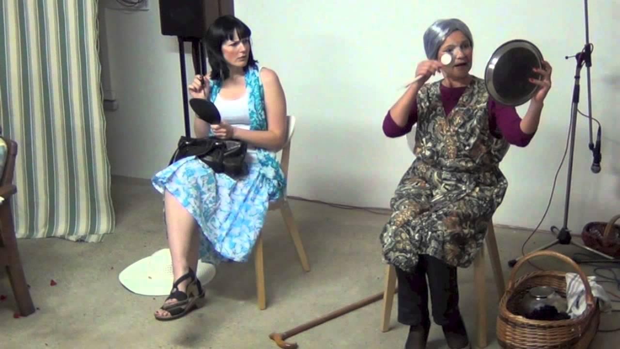 lustiger Sketch Zwei Damen im Zug - YouTube