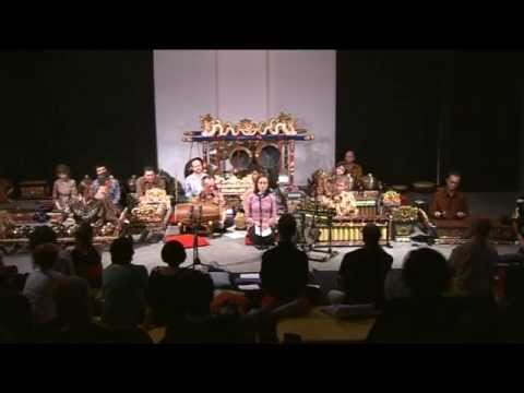 3 Southbank Gamelan Players   Gatutkåcå Gandrung dance suite