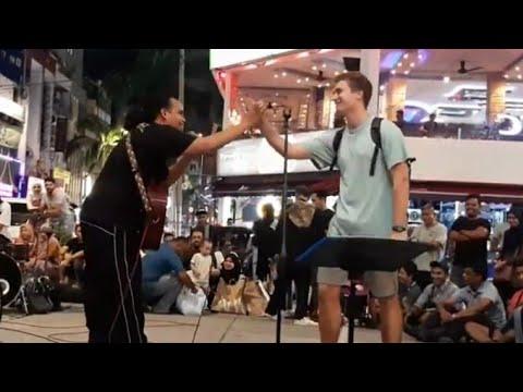 Pelancong Amerika Cintakan Malaysia...Bob terharu dgn pengakuannya dan tujukan lagu ini utk beliau